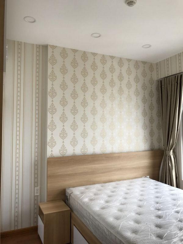 Các cách sử dụng giấy dán tường chống ẩm hiệu quả.jpg